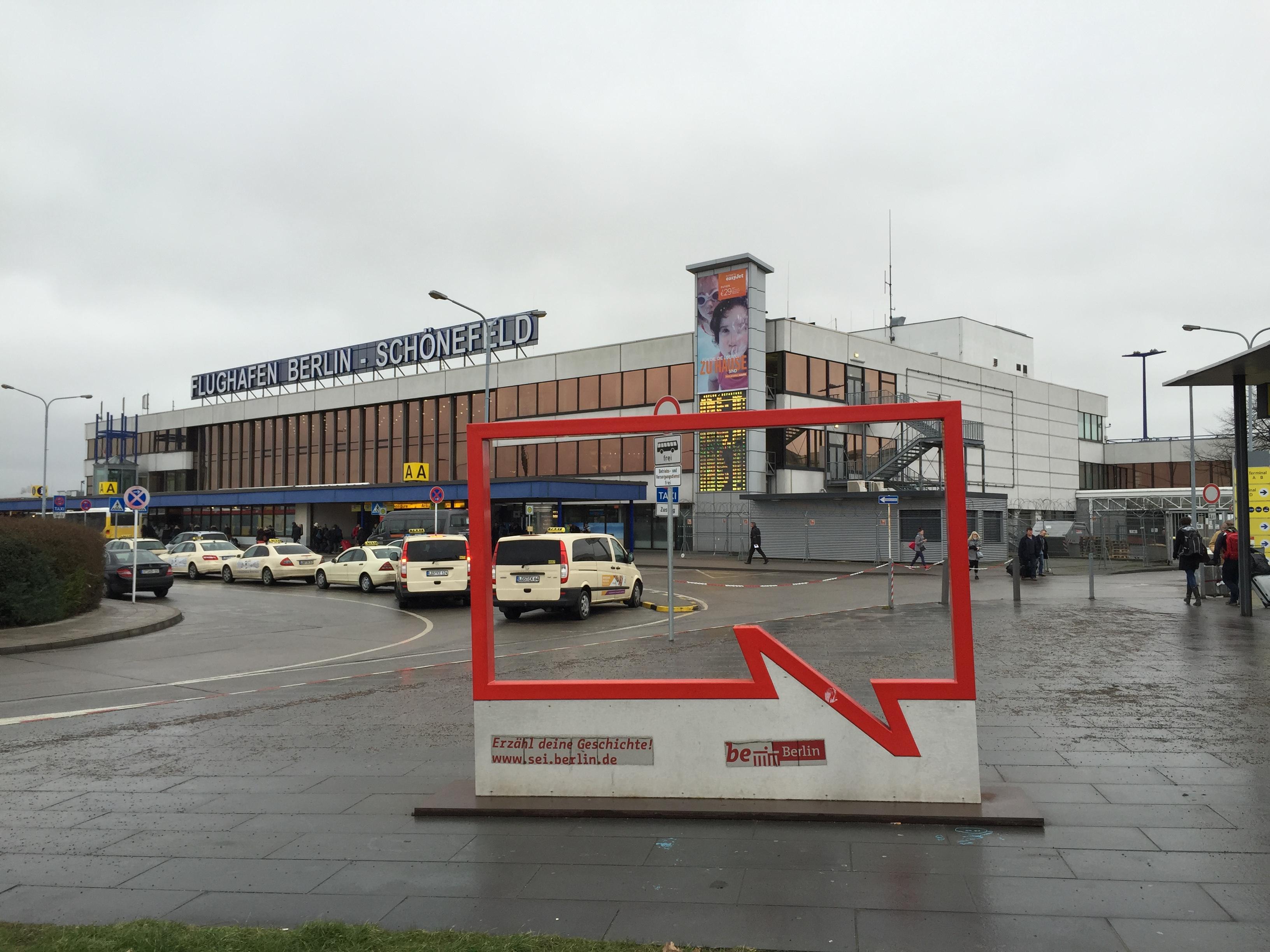 Be Berlin, fordert die Sprechblase den Flughafen auf.