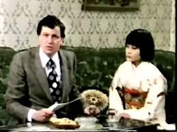 Mai Ling mit Gerhard Polt mit Katalog