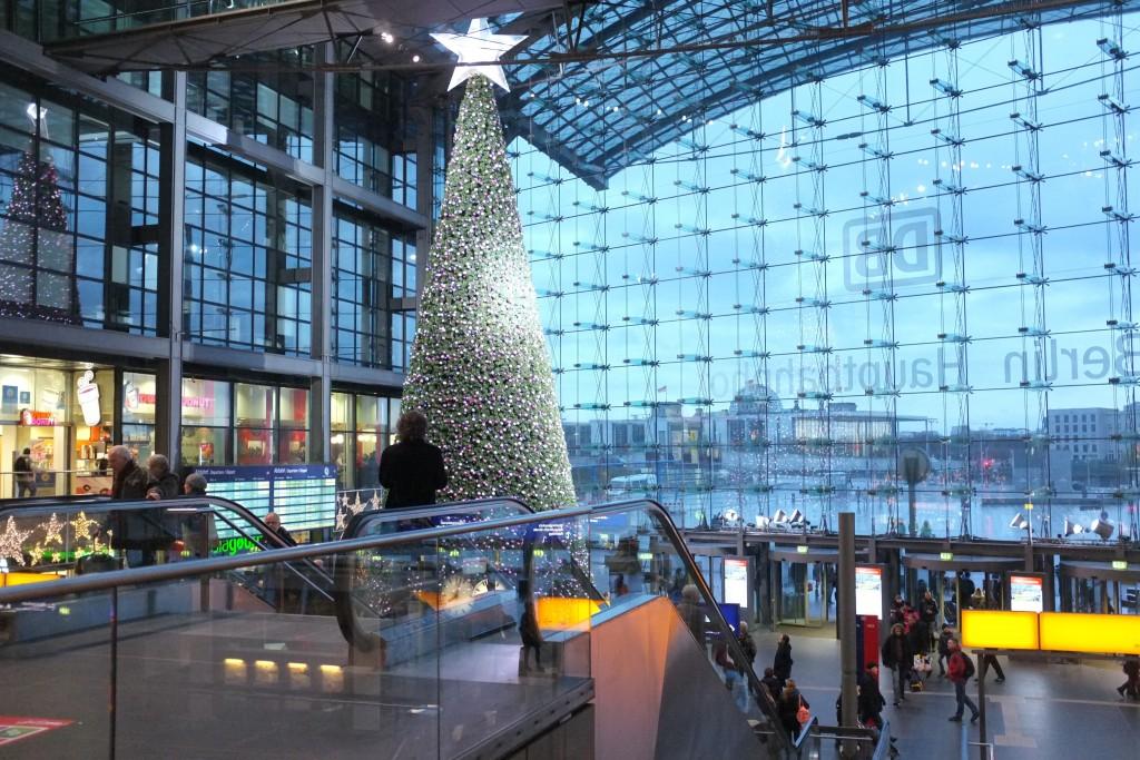 ... und sein eigener monströser Weihnachtsbaum