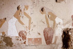 A painting detail in the tomb of Senet showing bread making. Moulds are filled with dough taken from large jars and then stacked for baking. Bread dough was used in the brewing of beer also and bread and beer making are almost always shown in the wall paintings side by side. As a rule this was women's work. Country of Origin: Egypt. Culture: Ancient Egyptian. Date/Period: 12th dynasty c.1991 - 1786 BC. Place of Origin: West Thebes. Credit Line: Werner Forman Archive. Location: 119 (Werner Forman Archive / Heritage Images) | Verwendung weltweit, Keine Weitergabe an Wiederverkäufer.