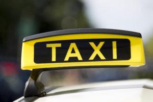Themenbild - Taxi Ort: Freiburg 12.08.2014 Bild: Taxi, Logo, Schild, Emblem Featurebild, Symbolbild, Themenbild , Foto: Eibner | Verwendung weltweit