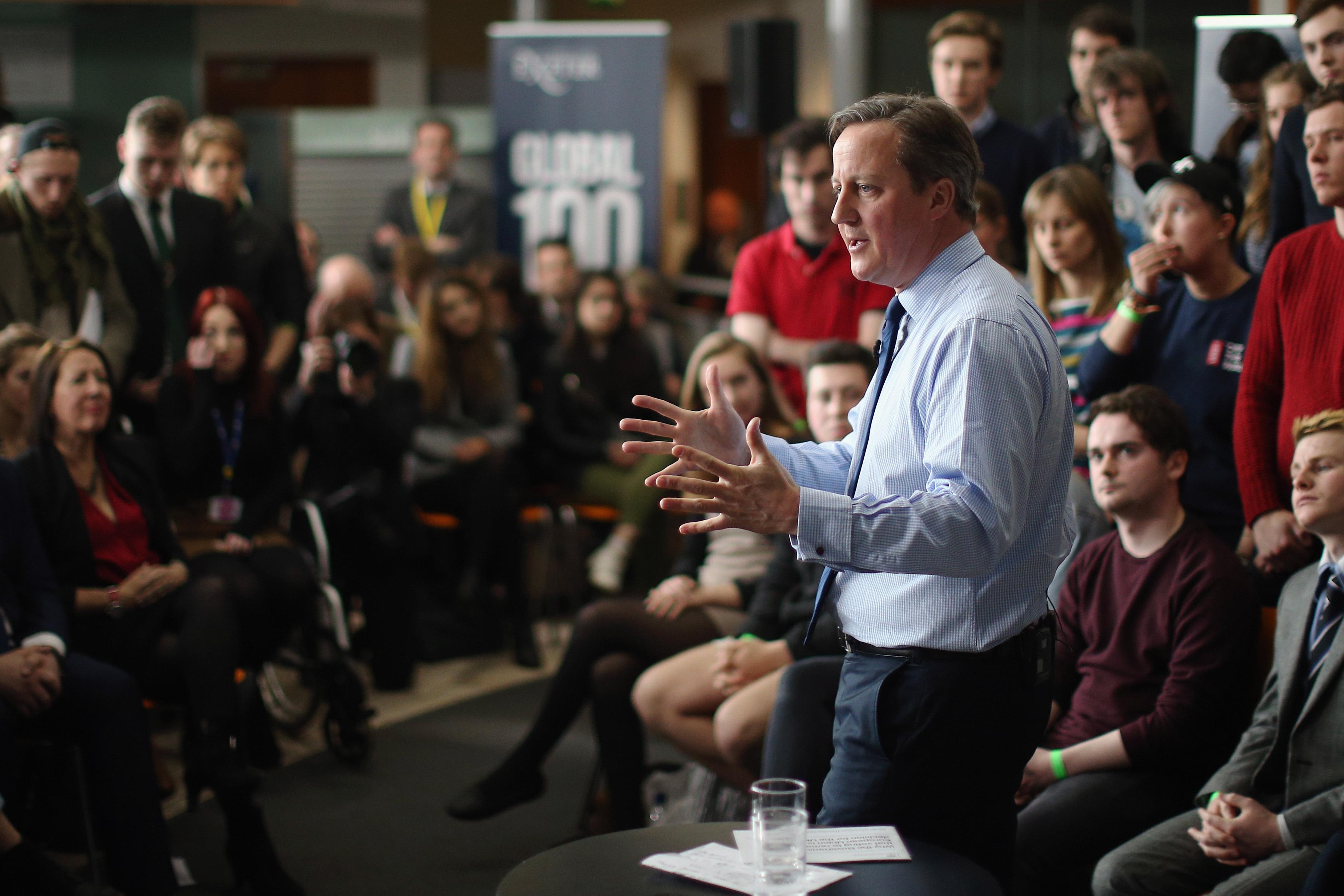 Überzeugungsarbeit ist hier eigentlich nicht nötig: David Cameron spricht mit Studenten der University of Exeter über die Folgen eines möglichen Brexit.