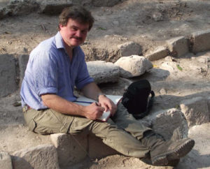 Der Maya-Experte Prof. Dr. Nikolai Grube von der Rheinischen Friedrich-Wilhelms-Universität Bonn bei Grabungsarbeiten im mexikanischen Uxul.