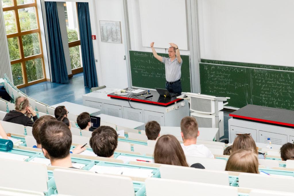 Lehrer datiert Studentenrecht