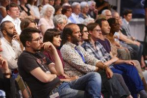Zur Eröffnung mischten sich sogar Autoren ins Publikum: im Klagenfurter ORF-Studio