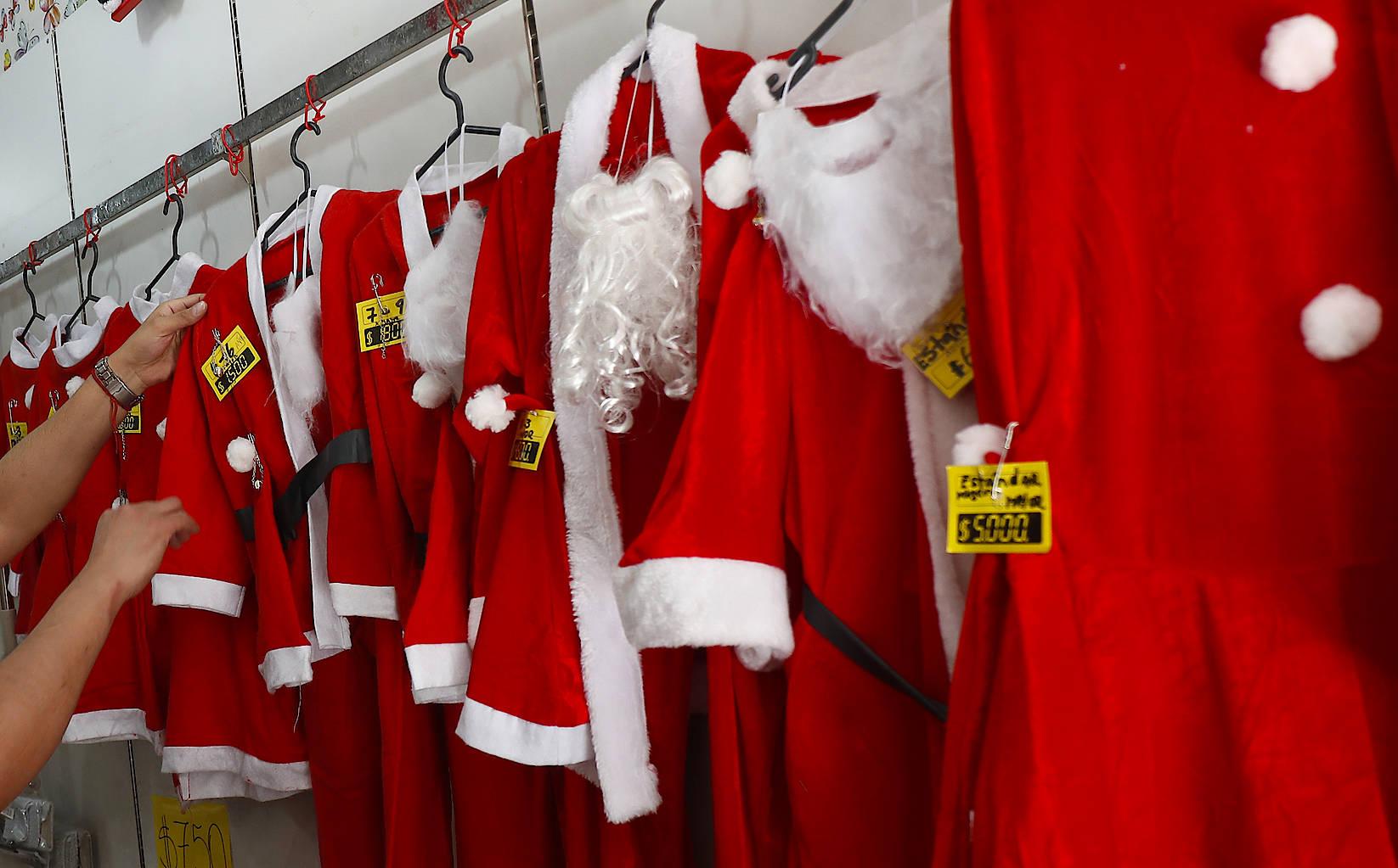 Mit dem Kostüm allein ist es nicht getan: Weihnachtsmannverkleidung in Punta Arenas (Chile)