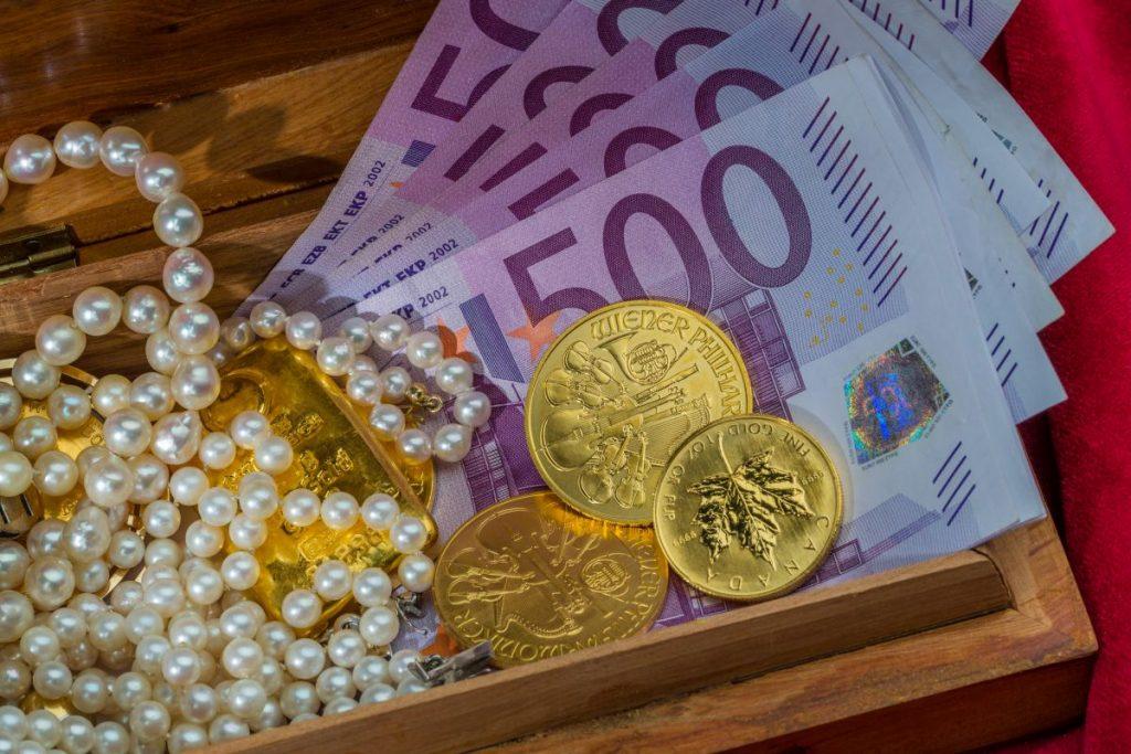 Gold, Schmuck, 500-Euro-Scheine. Soll eine Vermögensteuer oder Vermögensabgabe erhoben werden?