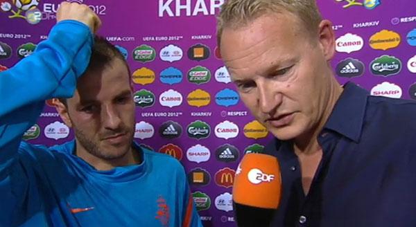 Reporter Gratulieren Fussballer Antworten Ein Em