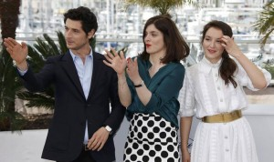 Regisseurin Valerie Donzelli zwischen ihren Schauspielern Jérémie Elkaim and Anais Demoustier