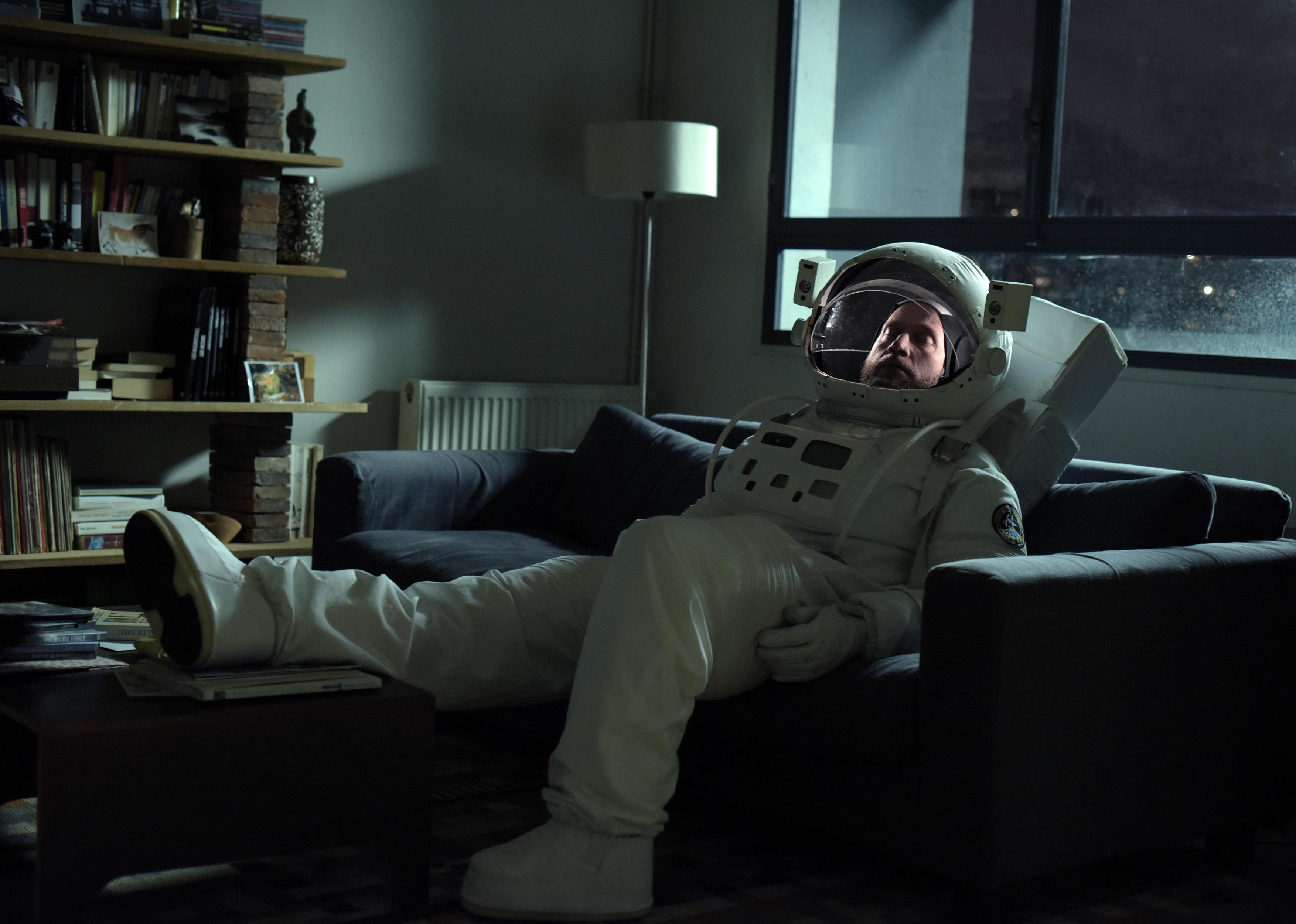 "François Damiens in Dominik Molls Wettbewerbsbeitrag ""News from Planet Mars"""