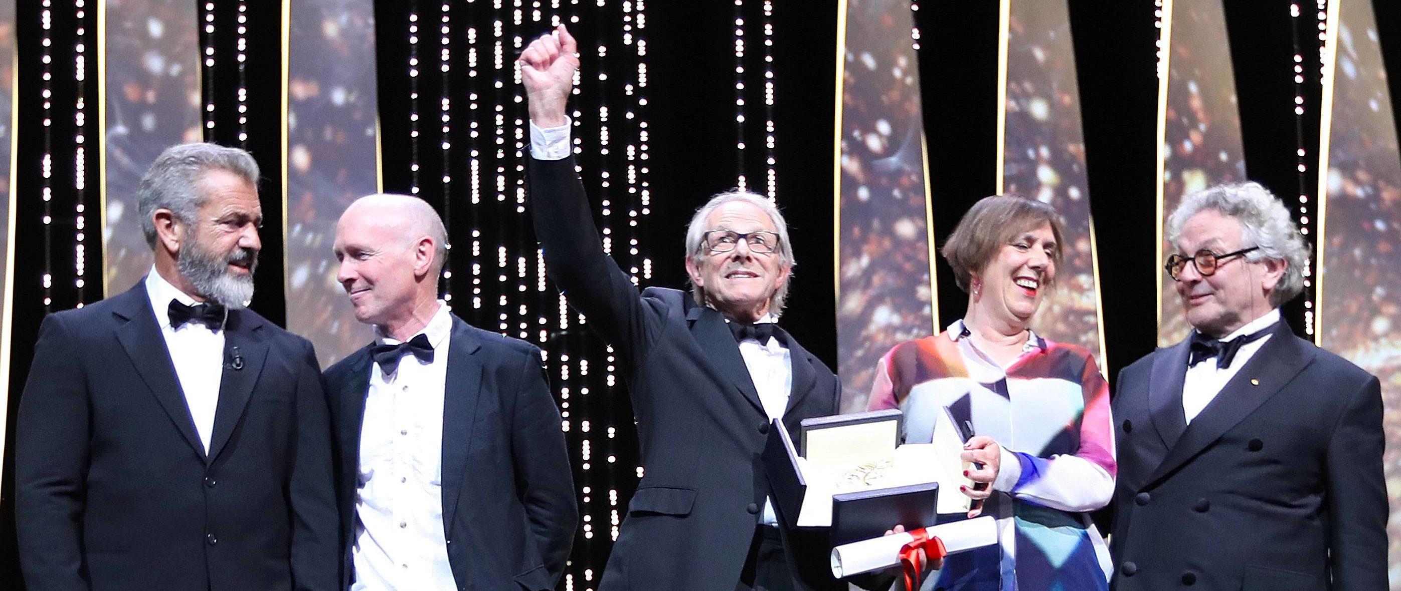 Unter sich: Regisseur Ken Loach (M.) mit dem amerikanischen Schauspieler Mel Gibson (l.), dem britischen Drehbuchautoren Paul Laverty, der Produzentin Rebecca O'Brien und dem australischen Regisseur und Jury-Präsidenten George Miller