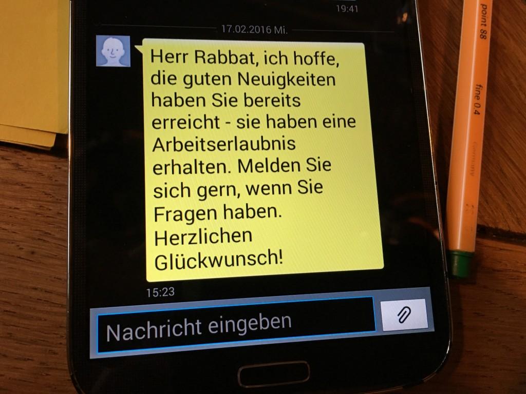 Freudige SMS vom Jobcenter Foto Nadine Bös