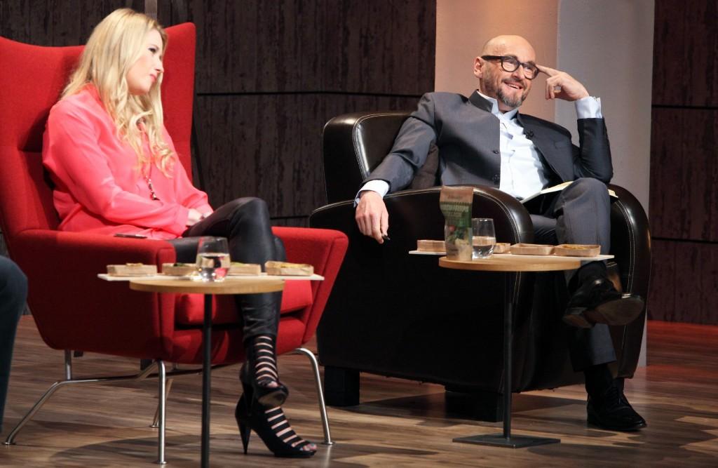 Lencke Steiner und Jochen Schweizer überlegen sich eine Investition.