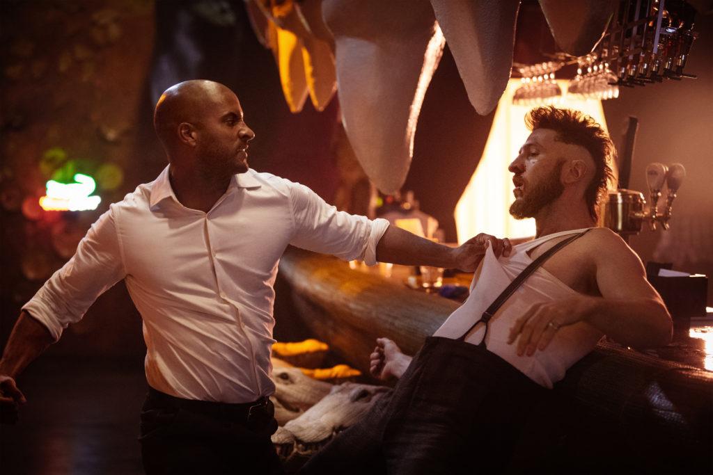 American Gods: Die Hauptfigur der neuen Serie ist Shadow Moon (Ricky Whittle, links), ein ehemaliger Gefängnisinsasse.