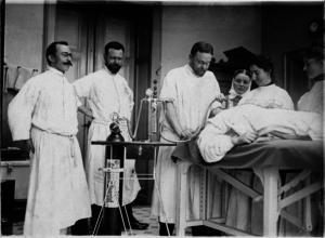 Nicht zu knacken: Das Roth-Dräger-Narkosegerät aus dem Jahr 1902, dass den Ruf des Medizintechnikherstellers begründet hat.