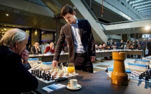 Simultan - auch niederländische Politiker sind schon gegen den Weltmeister angetreten.