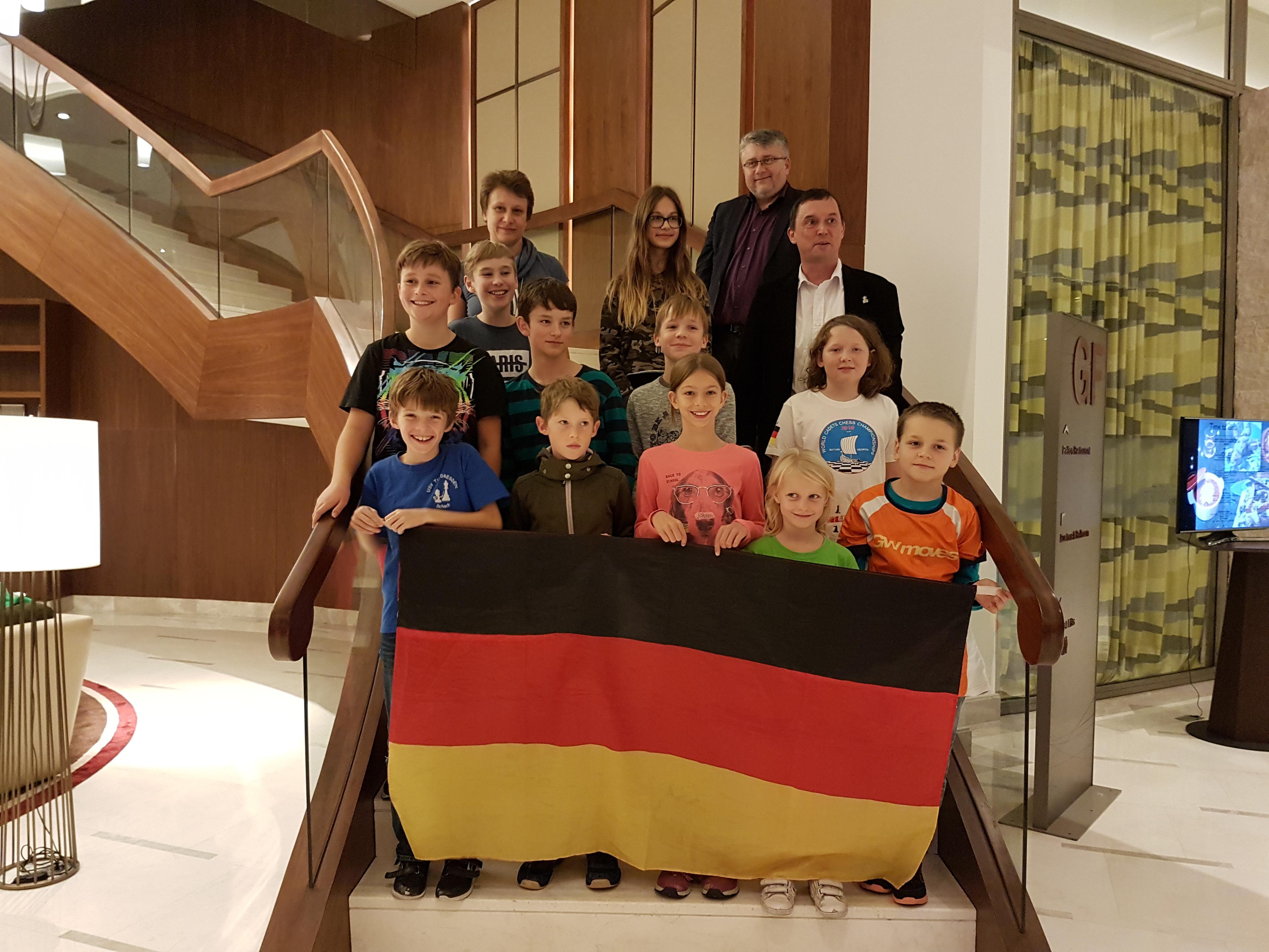 Das deutsche Team bei der WM in Batumi; links oben ist Vincent Keymer.