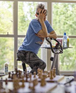 Rekordstandradler und -blindsimultanspieler Timur Gareev im Juni in Amsterdam (Foto: Lennart Ootes)