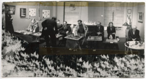 Blindsimultan mit Künstlern am 6. Januar 1945 in der Julien Levy Gallery (The Destina Foundation, Abb.: Fundació Miro)