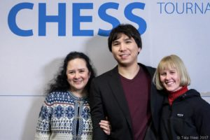 Wesley So mit seiner Stiefmutter und Stiefschwester (Foto: Tata Steel Chess)