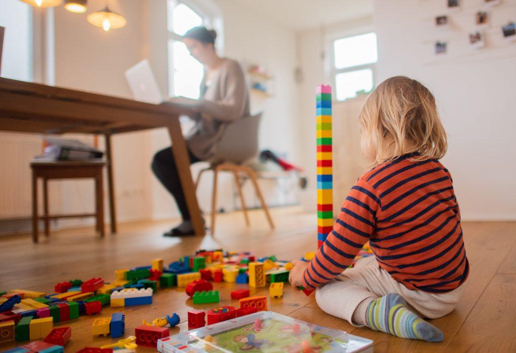 Ein ausgeglichenes Nebeneinander gibt es zwischen Elternsein und Erwerbsarbeit höchst selten.