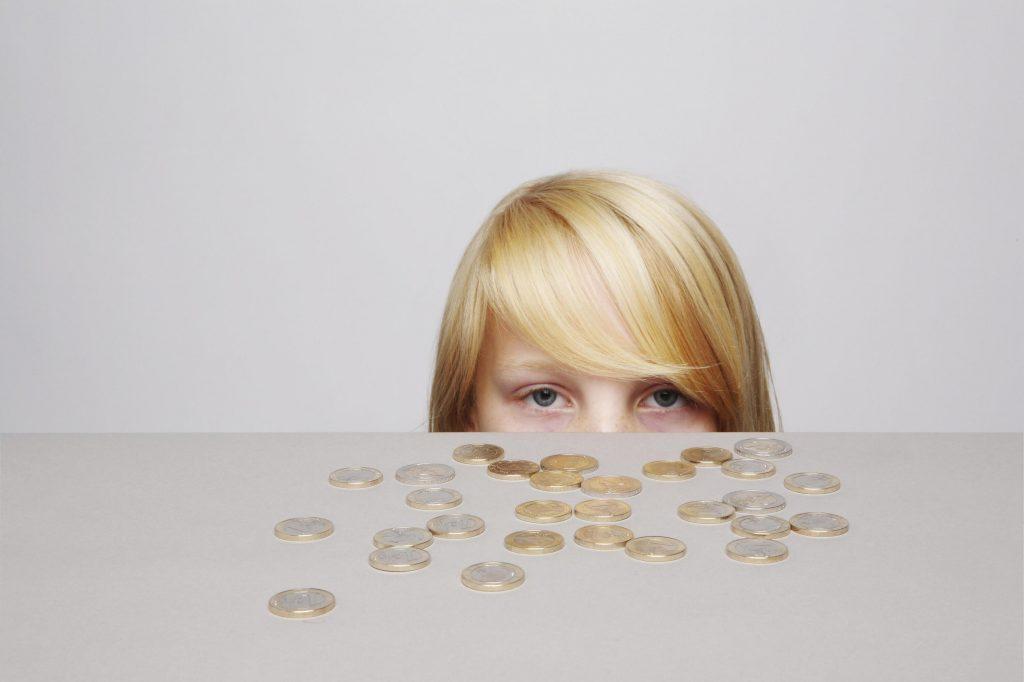 Allein vom Zuschauen wird das eigene Geld bei Teenagern höchstens weniger.