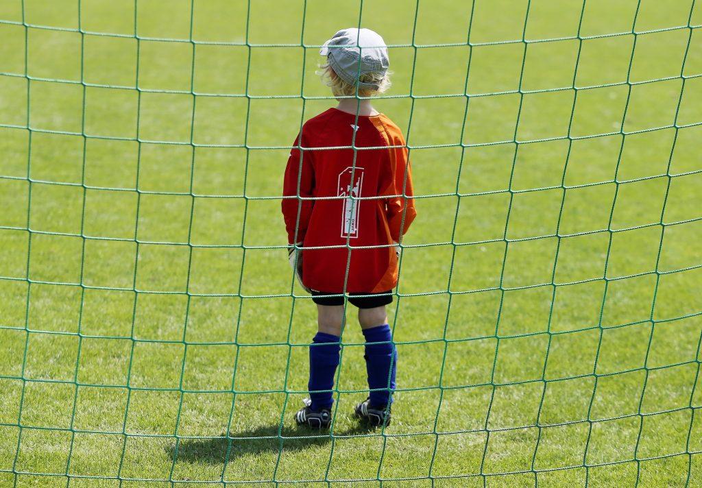Ohne den Schutz eines Schiedsrichters: Torwart beim Kinderfußball