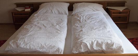 wie man nach dem schlafen bettet st tzen der gesellschaft. Black Bedroom Furniture Sets. Home Design Ideas