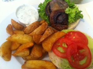 "Vegan in Münster: Pilzburger im Restaurant ""Krawummel"""